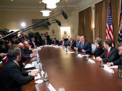 Trump, este jueves, en su reunión con gobernadores y legisladores