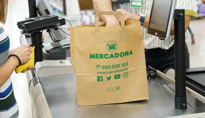 Bolsa de papel reciclado implantada por Mercadona.
