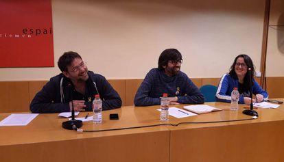 Los representantes de Som Alternativa, Poble Lliure y Pirates.