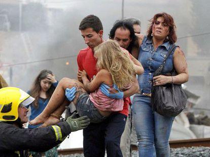 Marisol Echeberría, a la derecha, descubrió en el hospital que estaba embarazada tras sobrevivir al accidente.