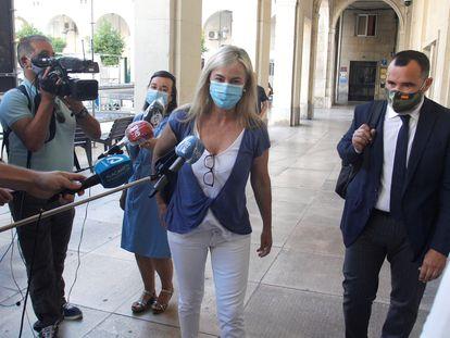 La exalcaldesa de Alicante, Sonia Castedo, a su llegada a la Audiencia provincial.