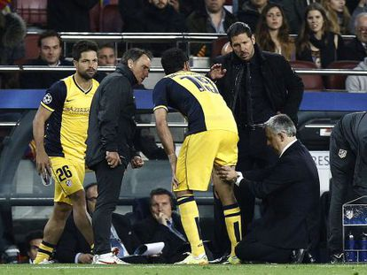 Villalón examina a Costa ante Simeone.