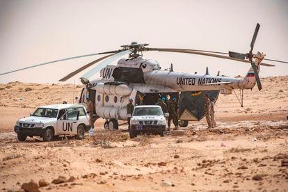 Personal de Minurso, la misión para el Sáhara Occidental, supervisa un paso fronterizo entre Marruecos y Mauritania, en noviembre pasado.