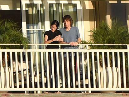 Mick Jagger y su pareja, la bailarina Melania Hamrick, en un hotel de Laguna Beach (California).