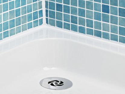 Una selección de productos a precios asequibles para luchar contra la humedad del baño y la aparición de moho.