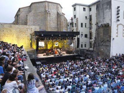 Concierto del Jazzaldia en una edición pasada, en la plaza de la Trinidad en San Sebastián.