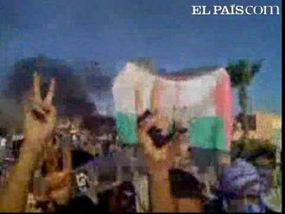 Ciudadanos de la principal ciudad del Sáhara Occidental han salido a las calles y se han enfrentado contra las fuerzas de seguridad marroquíes tras el asalto de estas a los campos de protesta situados a 15 kilómetros