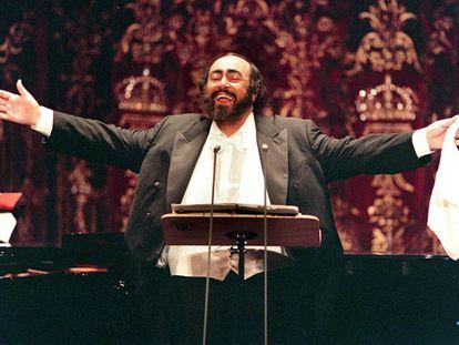 El tenor italiano Luciano Pavarotti en el Teatro Real de Madrid, en 1999.