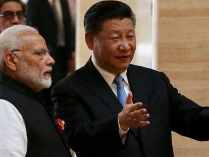 Modi y Xi, durante su visita al museo provincial de la ciudad de Wuhan.