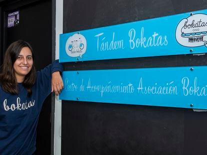 Esperanza Vera Ortiz, presidenta de la asociación Bokatas, en la sede del barrio de La Guindalera.