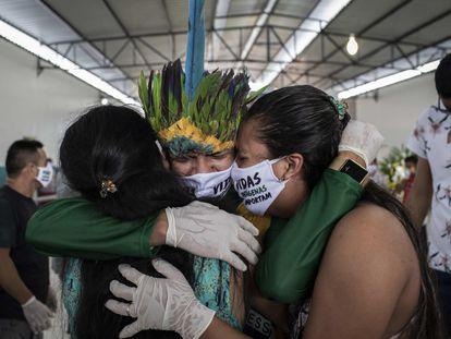 Una protesta en un funeral de Manaos, en la Amazonía brasileña.