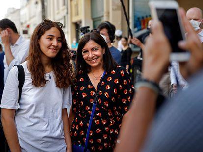 La alcaldesa de París, Anne Hidalgo, en un acto de campaña el 25 de junio en la capital francesa.