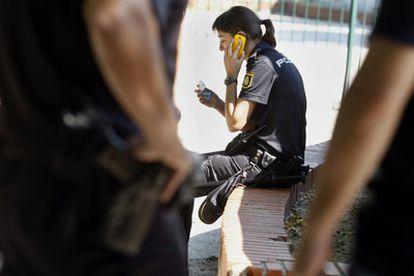 Reyerta en la calle Salvador de Madariaga junto al tanatorio y la mezquita de la M-30 en que han resultado heridos 3 policías nacionales por arma blanca.
