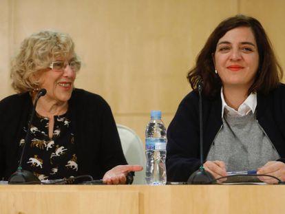 Carmena y Celia Mayer tras la rueda de prensa en el Ayuntamiento.