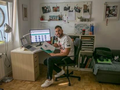 Pedro Soriano, enfermero que ha creado una iniciativa online para que pacientes compartan entre sí sus experiencias.