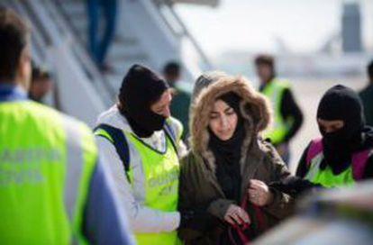 La policía detiene a la mujer que quería unirse al EI.