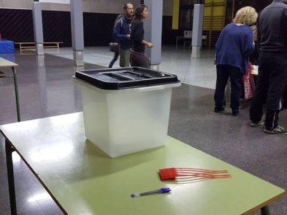 Urnas del referéndum ilegal del 1-O en el instituto Lanaspa de Terrassa.