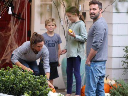Ben Afleck, con Jennifer Garner y dos de sus tres hijos.