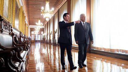El expresidente Enrique Peña Nieto y Andrés Manue López Obrador, en Palacio Nacional, en 2018.