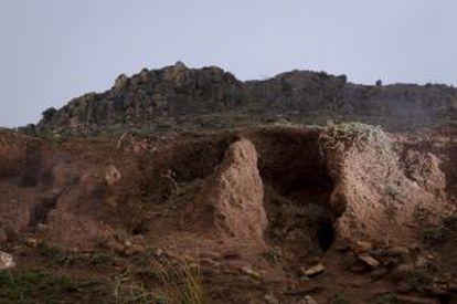 Terreno removido con una pala en el yacimiento de Aranda de Moncayo.