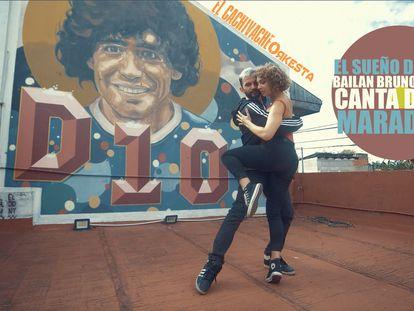 Los bailarines de tango Bruno Tombari y Rocío Lequio participan de un homenaje a Diego Maradona.