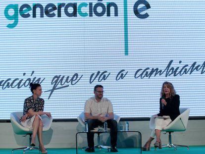 Ophélie Richard y Manrique García, representantes de BBVA, y Pilar Santiago.