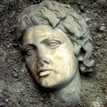 Cabeza de la estatua de Alejandro hallada en Perge (Anatolia, Turquía) en la campaña de excavación 1985-1992.
