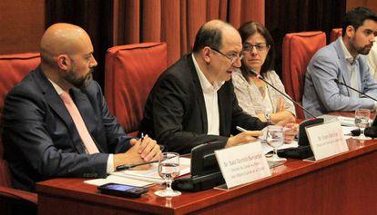 Saül Gordillo, a la izquierda, y Vicent Sanchis, en una comparecencia en el Parlament.