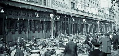 La terraza del Café Español, en el Paralelo de Barcelona, en los años veinte.