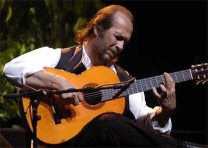 El artista, durante el concierto que ofreció el pasado sábado en el XXIV Festival Córdoba Guitarra 2004.