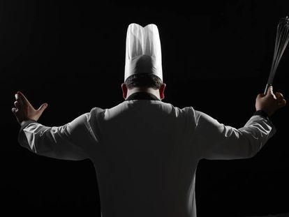 Un chef de espaldas.