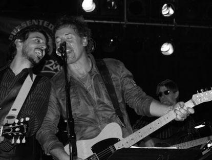 Jorge Otero, a la izquierda, junto a Bruce Springsteen en Asbury Park, en 2006.