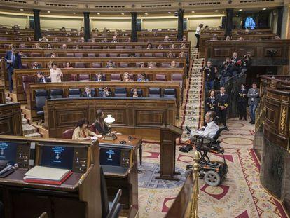 Pablo Echenique, durante su intervencion ayer en el Congreso de los Diputados en el debate de eutanasia.