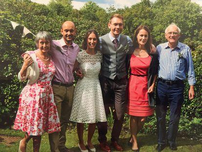 La familia de Matthew Willner-Reid (el segundo por la izquierda), un ciudadano británico que tras el Brexit decidió obtener la ciudadanía europea y abandonar el Reino Unido.