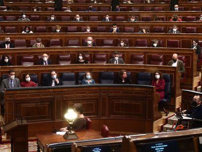 Componentes del Congreso sentados en el hemiciclo durante una sesión de Control al Gobierno.