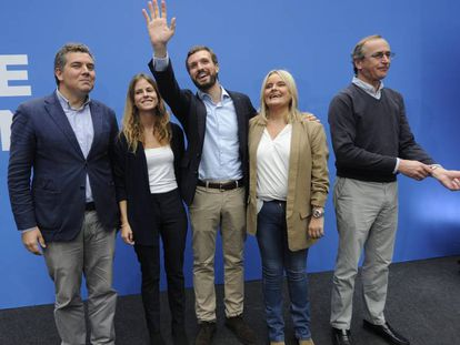 Desde la izquierda, Iñigo Arcauz, Beatriz Fanjul, Pablo Casado, María del Mar Blanco y Alfonso Alonso, este viernes en Vitoria.