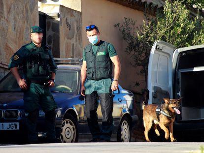 Agentes de la Guardia Civil, durante una operación antidroga realizada el pasado mes de julio de 2020 en Algeciras.