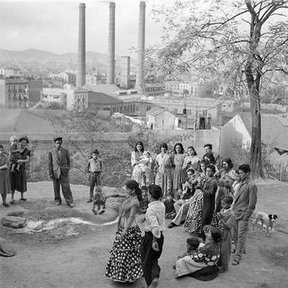 <i>La Chunga con fábrica detrás,</i> en Montjuïc (Barcelona, 1955).