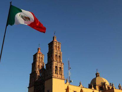 """Catedral del municipio de Dolores Hidalgo, en el estado de Guanajuato (México). Dolores Hidalgo, considerada la """"cuna"""" del movimiento insurgente en México."""