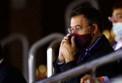 Josep Maria Bartomeu, en el palco del Palau Blaugrana, en un partido de fútbol sala, en noviembre de 2020.