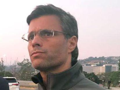 El Gobierno chileno asegura que el dirigente opositor está en la Embajada española en Caracas junto a su esposa
