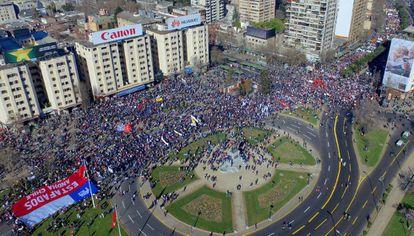 Manifestación contra el sistema privado de pensiones en Chile.