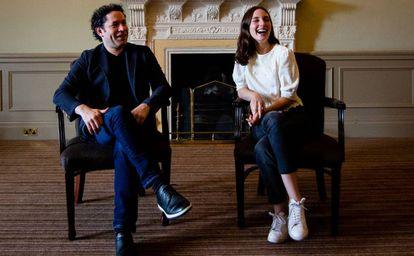 El director de orquesta Gustavo Dudamel y la actriz María Valverde, el pasado domingo, en Edimburgo.