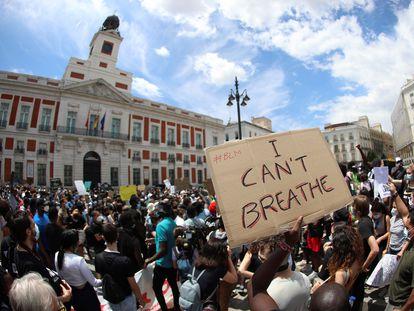 Manifestantes en la Puerta del Sol durante la concentración contra el racismo, tras la muerte del ciudadano afroamericano, George Floyd.