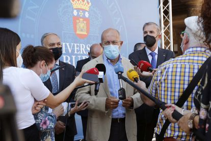 El vicepresidente de la Junta, Francisco Igea, atiende a los medios de comunicación en Burgos.