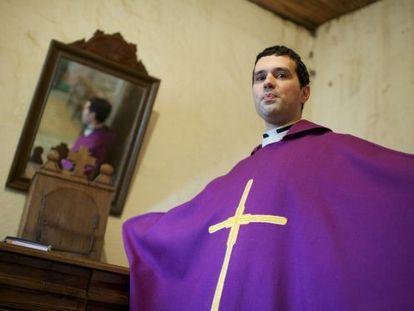 El sacerdote Jose Manuel Armesto. / Nacho Gómez