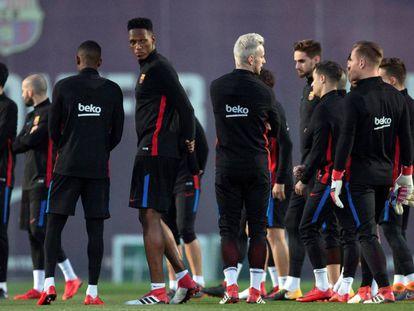 Yerry Mina, en un entrenamiento en la ciudad deportiva del Barcelona.