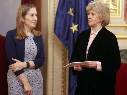 Ana Pastor y Soledad Becerril, en el Congreso de los diputados.