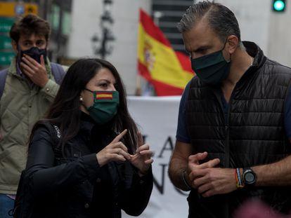 Los dirigentes de Vox Macarena Olona y Javier Ortega-Smith, en la manifestación de las asociaciones profesionales de militares.