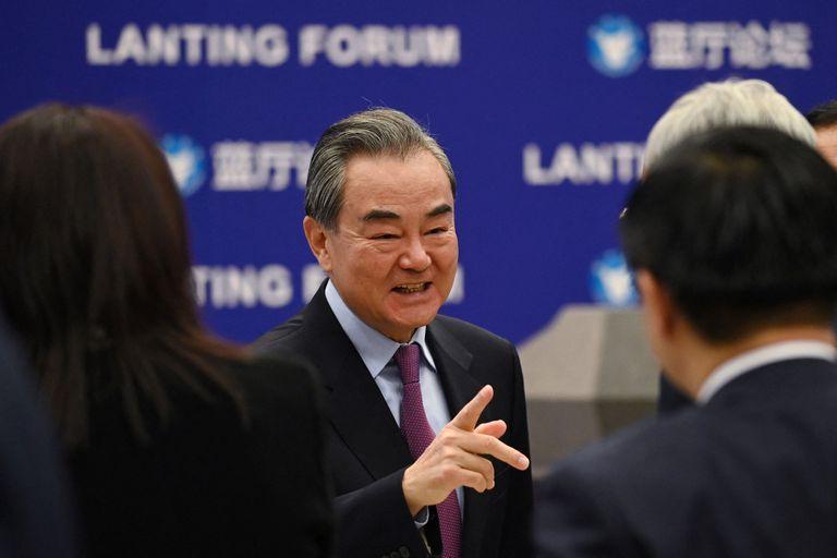 El ministro de Asuntos Exteriores chino, Wang Yi, en la apertura este lunes del foro sobre las relaciones China-EE UU en Pekín.